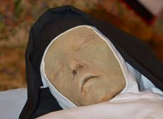 Madre Mariana de Jesus 00